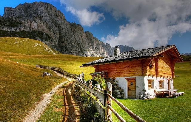 dřevěný dům v horách
