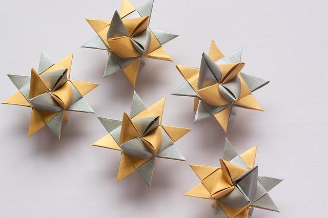 papírové hvězdičky